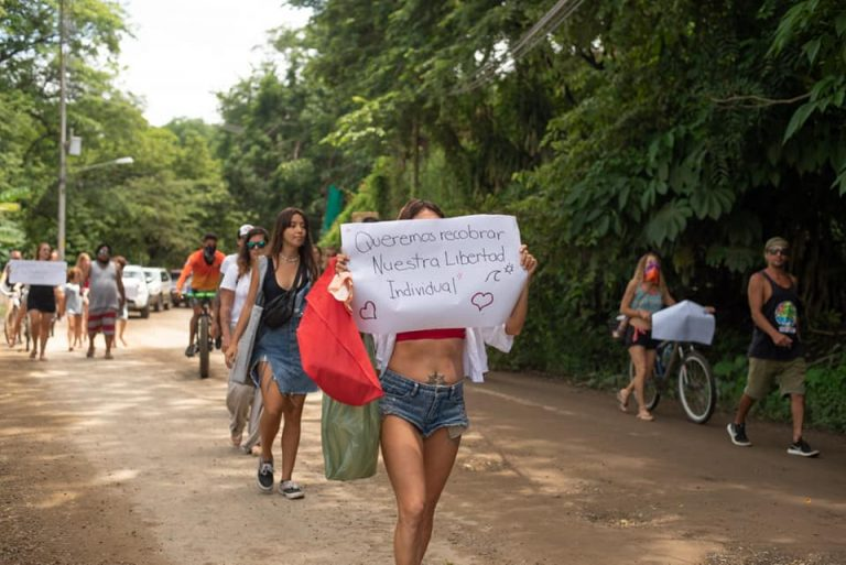 Woman arrested for inciting demonstration in Tamarindo for demanding reopening of beaches