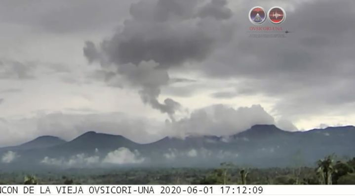 Eruptions in Rincón de la Vieja volcano rose up to 2,000 meters above the height of the crater