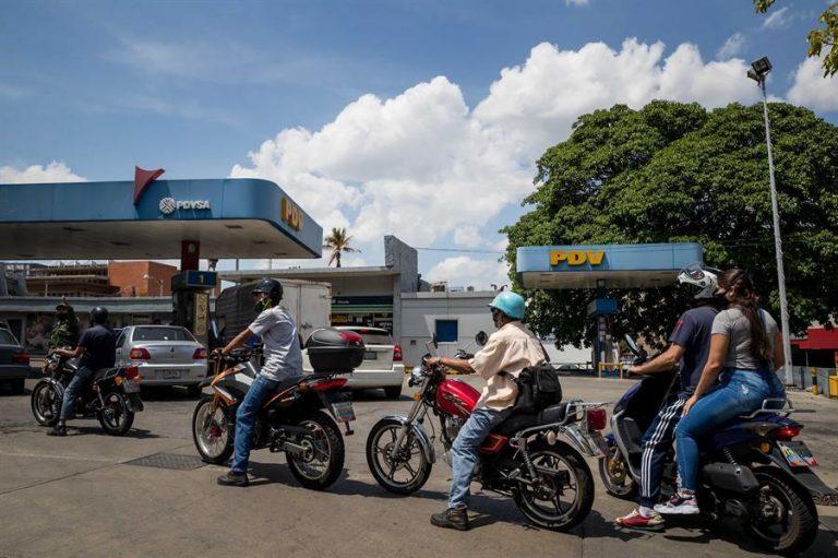 Maduro Sends Gasoline to Cuba While Venezuelans Face Shortages