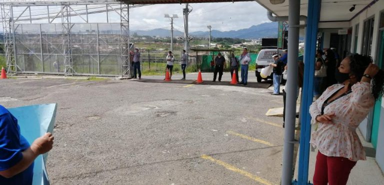 Sinart employees demonstrate for layoffs