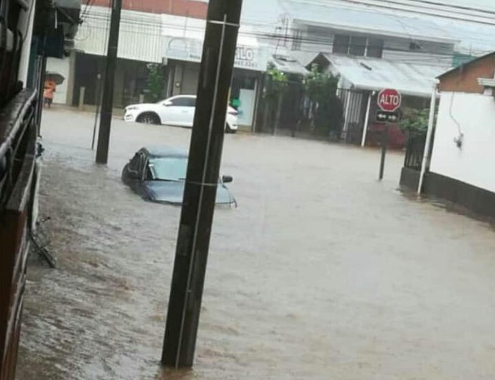 Quepos and Parrita under water; heavy rains affected many areas Monday