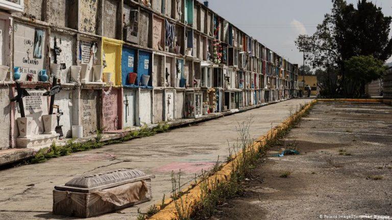 (Photos) Coronavirus overwhelms cemetery in Mexico