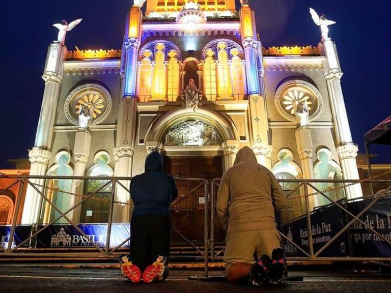 Authorities monitor flow of romeros to tighten controls and ask to abstain from visiting the basilica
