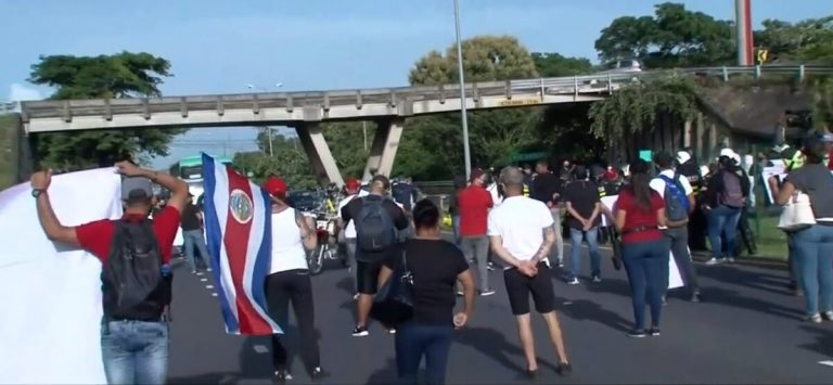 Costa Rica President admits that police violated protocol by arresting protesters