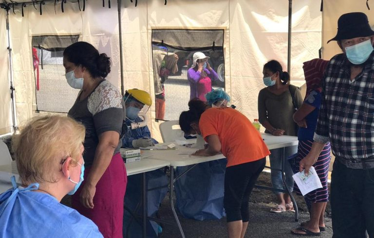 Mobile hospital carries out COVID-19 tests to Nicaraguans stranded at border