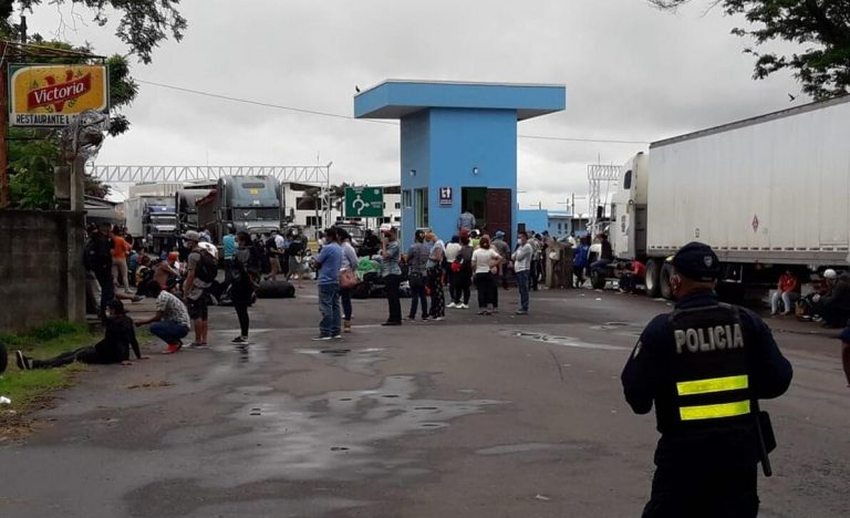 Nicaraguans continue stranded at the doorsteps of their homeland