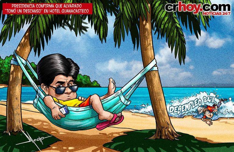 President Carlos Alvarado taking a break in Guanacaste