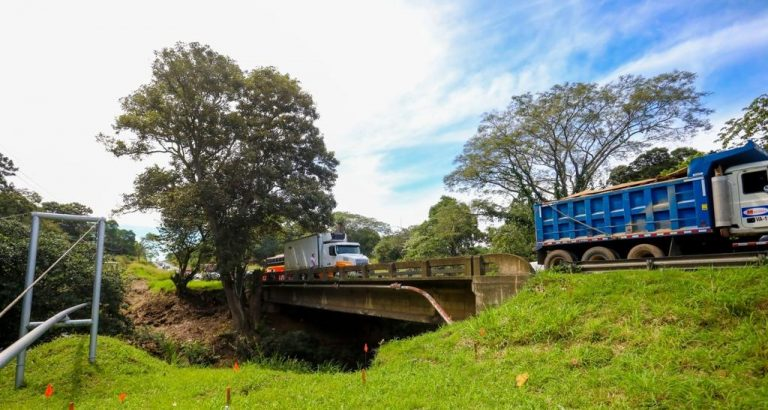Expansion of the bridge over the Alajuela river begins