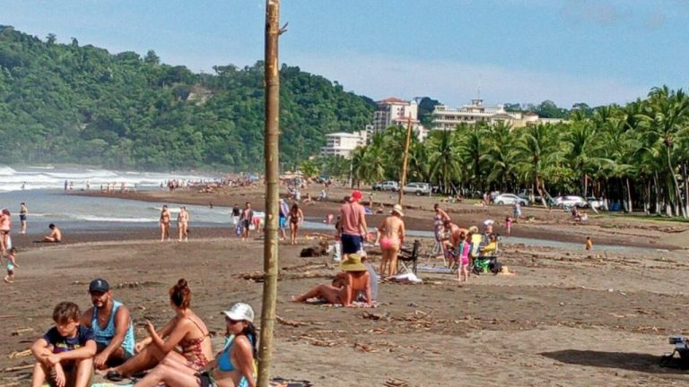 President signs law that frees tourism of VAT for another year