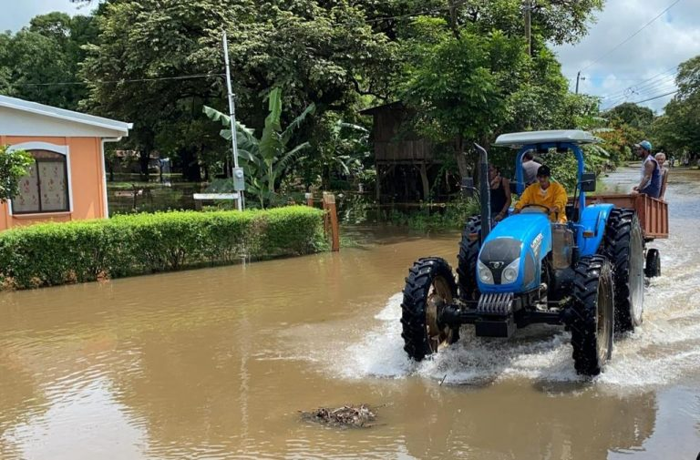 It stopped raining in Guanacaste, for now; large losses in lowlands and coast