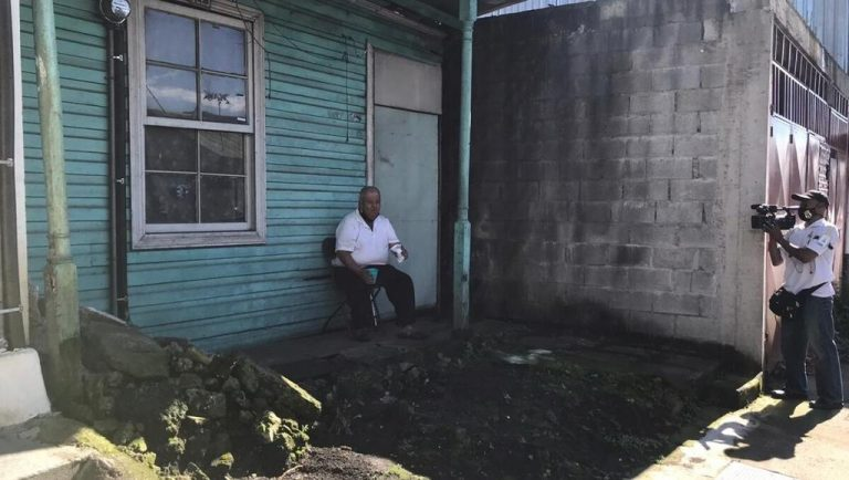 Family waits days for Health to remove body from inside a house in San José
