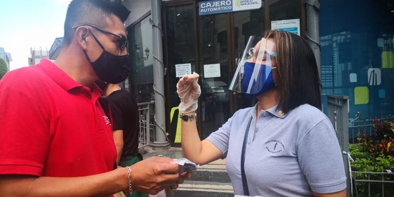 They will give away 2,000 masks in the Desamparados park