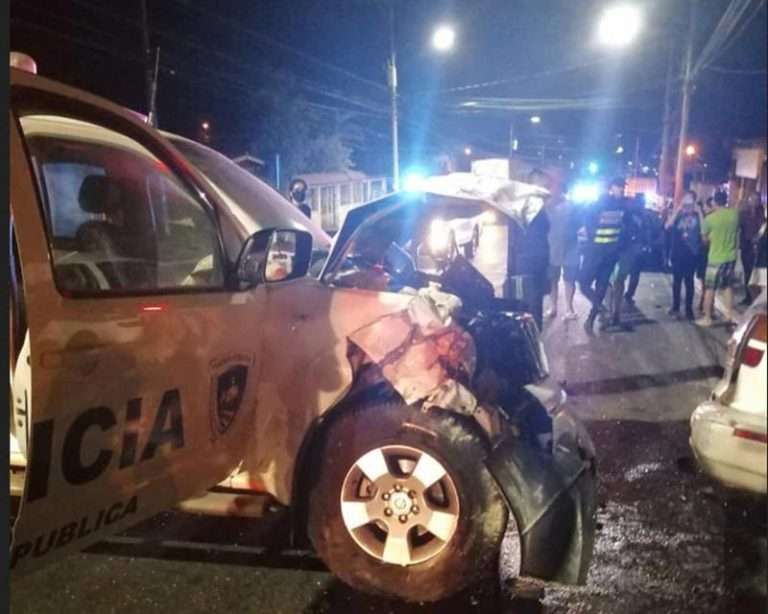 Seven people die in a collision with a police car in Cartago