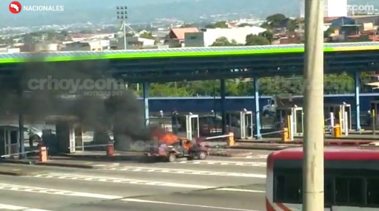 Moments of anguish and terror after a pickup truck caught on fire at Escazu tolls