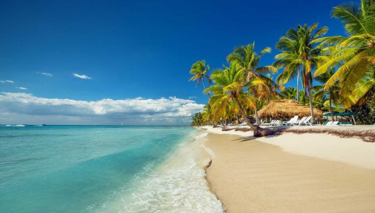President of the Dominican Republic offers free insurance to tourists
