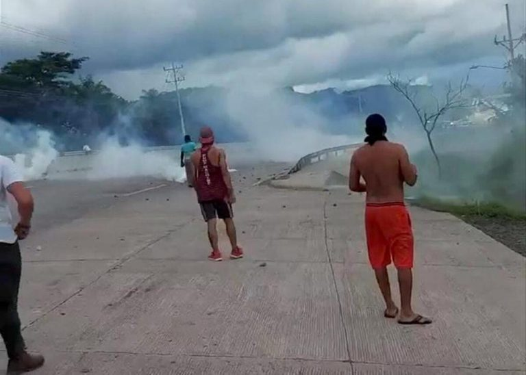 Anti-riot police and protesters clash in Cañas for control of Ruta 1
