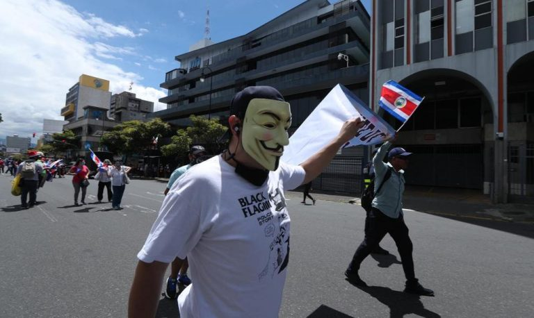 Despite president's message protests and blockades continue this Monday