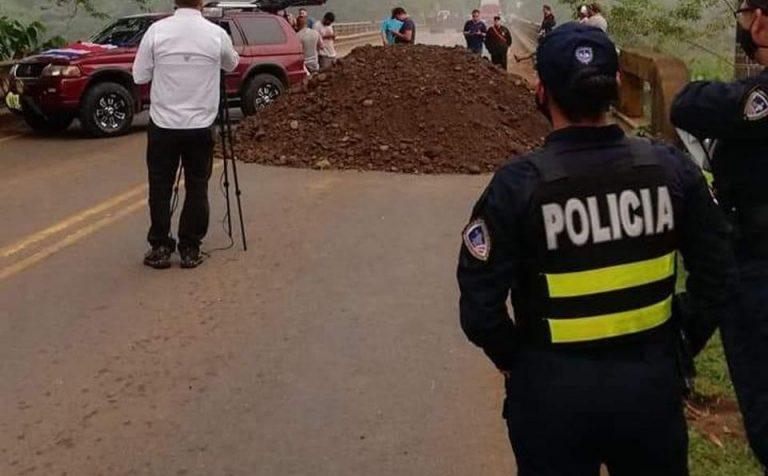 Protesters maintain blockade in Perez