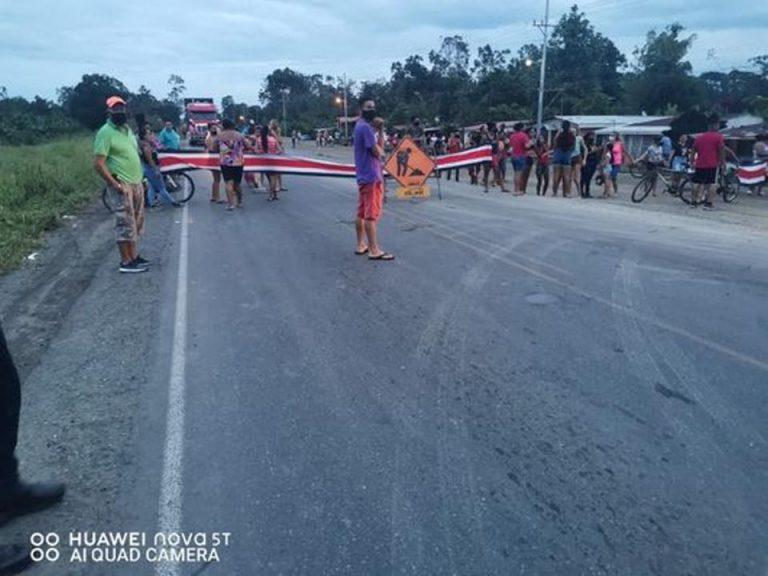 The blockades return: 60 people closed Ruta 32
