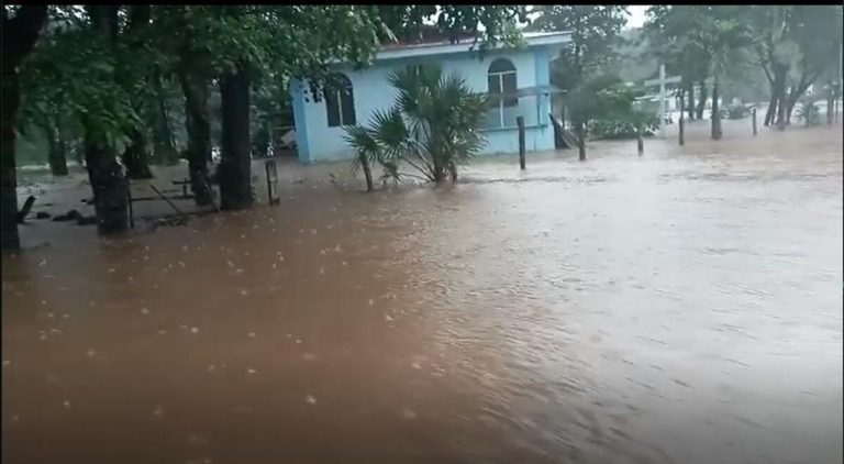 Heavy rains leave rivers overflowing in Guanacaste
