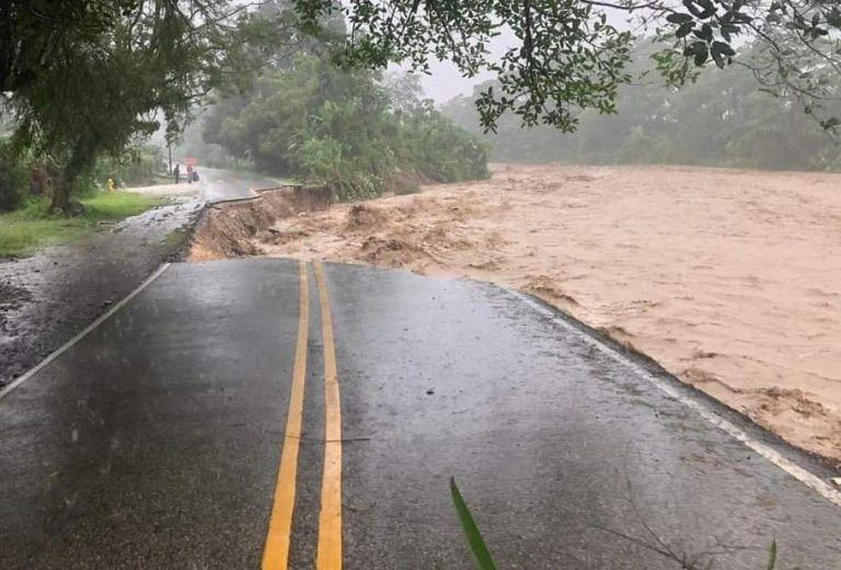 River swallos up road and causes huge hole in Ciudad Neily