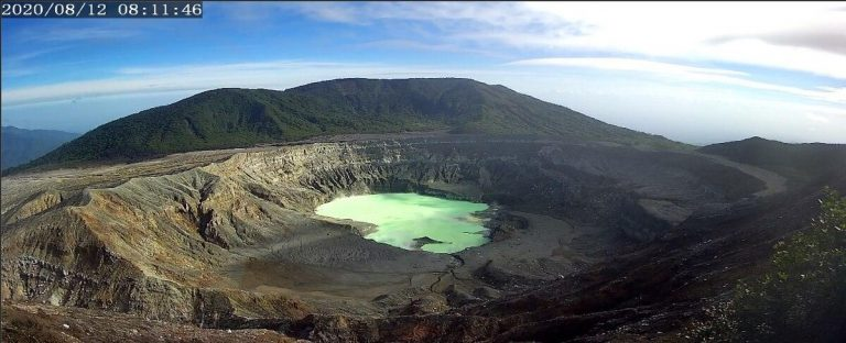 Poás crater lagoon recovers high levels due to reduced eruptions, heavy rains and cloudy days