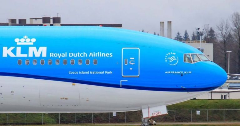 """KLM baptizes one of its new planes """"Cocos Island National Park"""""""