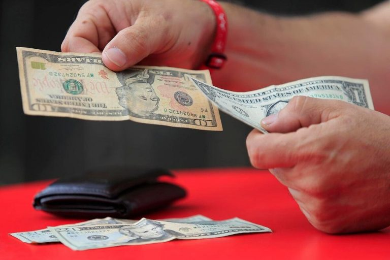 Dollar exchange closes 2020 at ¢615.43, the highest of the year