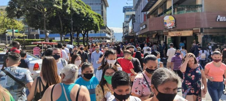 What pandemic? Ticos took to the streets on Saturday (Photos)
