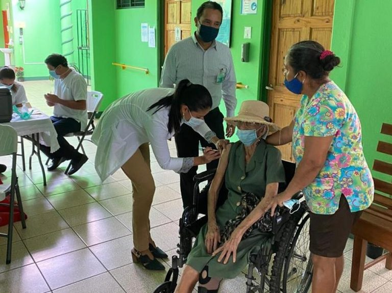 Centenarians of the Nicoya 'blue zone' vaccinated against covid-19