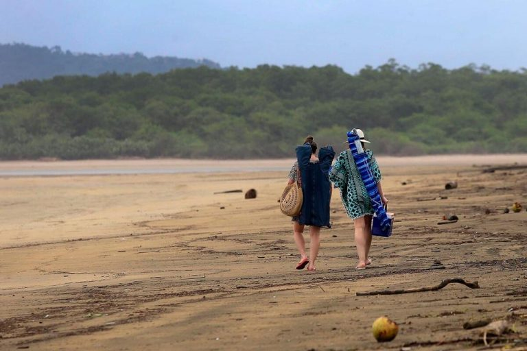 Garabito backtracks with extended hours on beaches