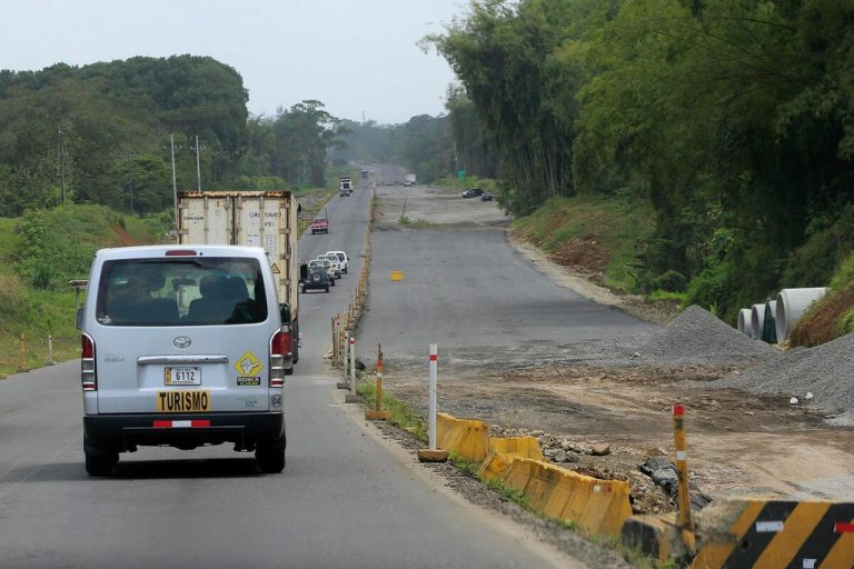 At 11 months to delivery, the road to Limón missing 440 expropriations