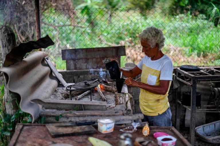 Incredible: Venezuela returns to wood stoves due to lack of gas