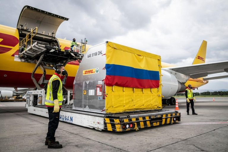 Colombia receives first batch of vaccines