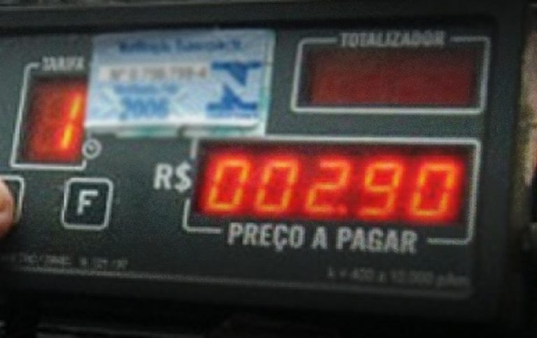"""The """"marías"""" resist dying in a technological shakeup for taxi drivers"""