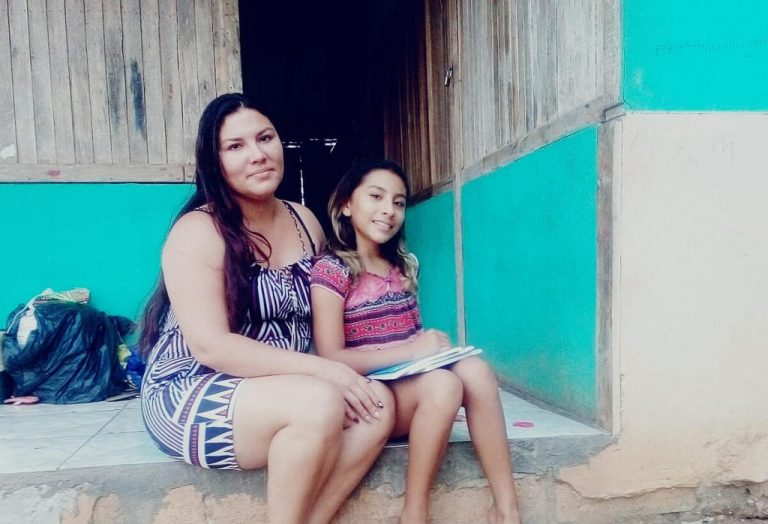 """Resident of Isla Caballo: """"I didn't buy supplies because my daughter doesn't have a teacher, we don't know anything about the classes."""""""