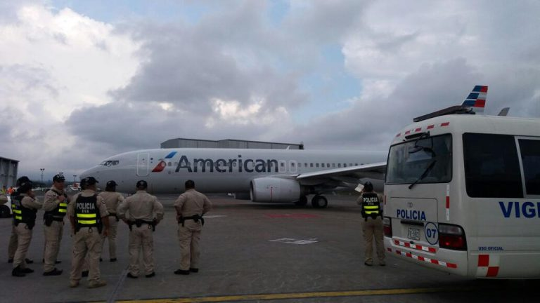 American Airlines flight crew 'Robbed At Gunpoint' on the way to San Jose airport