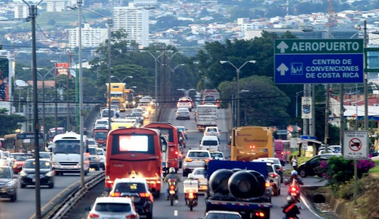 Today Costa Rica wakes up to an increase in fuel prices, the third this year