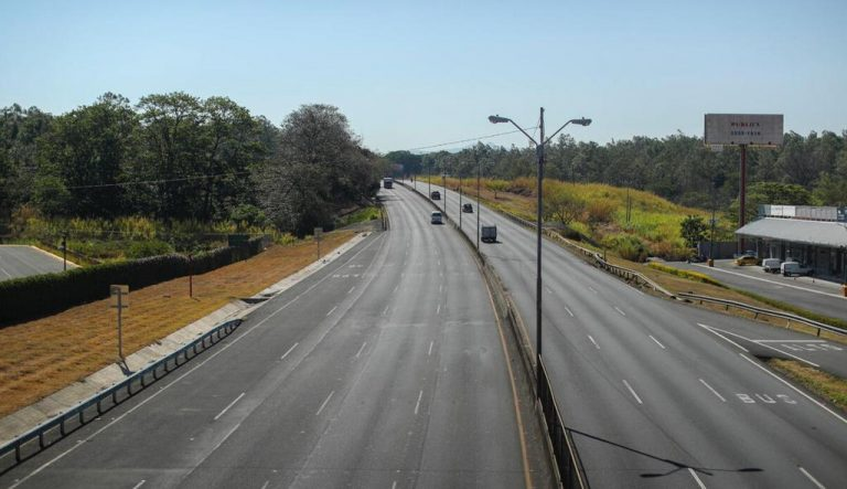 Assailants target the 7 kms road to the airport