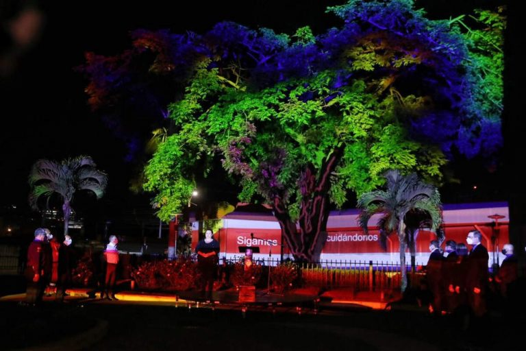 Costa Rica pays tribute to the deceased and survivors of the pandemic