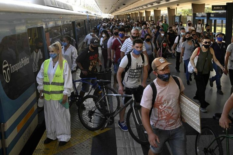 Argentina decrees night curfew after spike covid-19 contagion