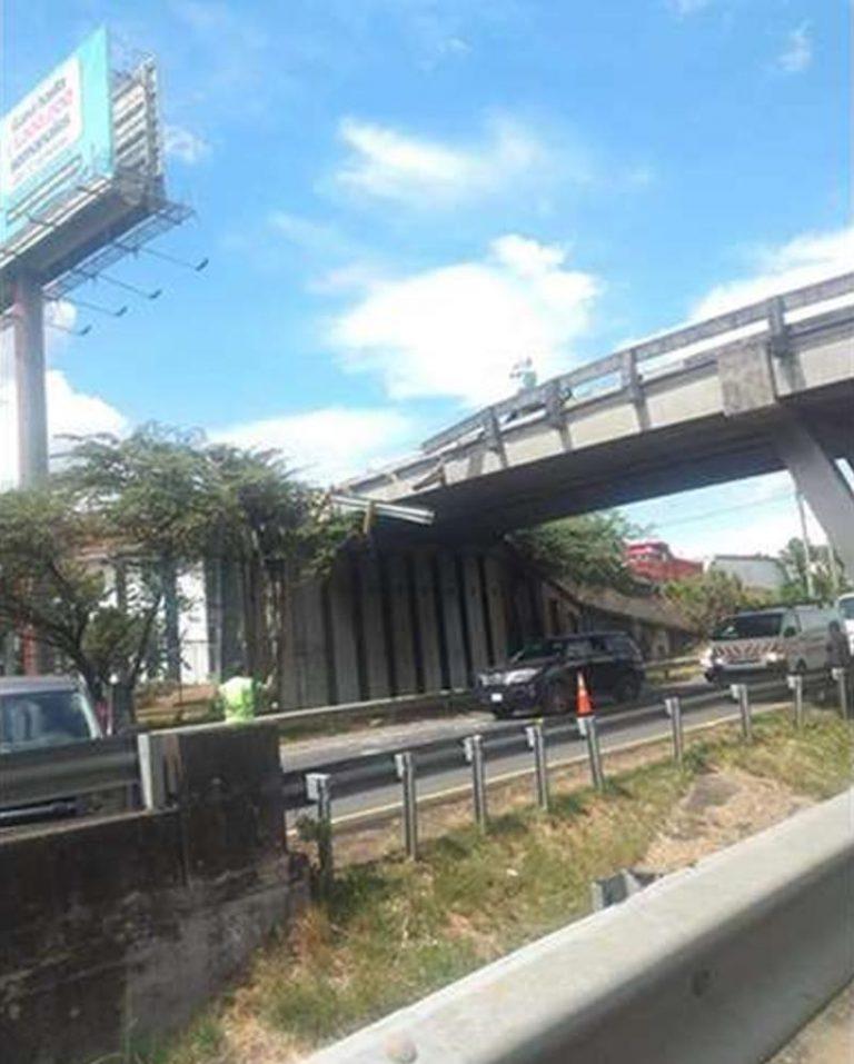 Ruta 27: No one hurt after car falls off bridge lands on road below