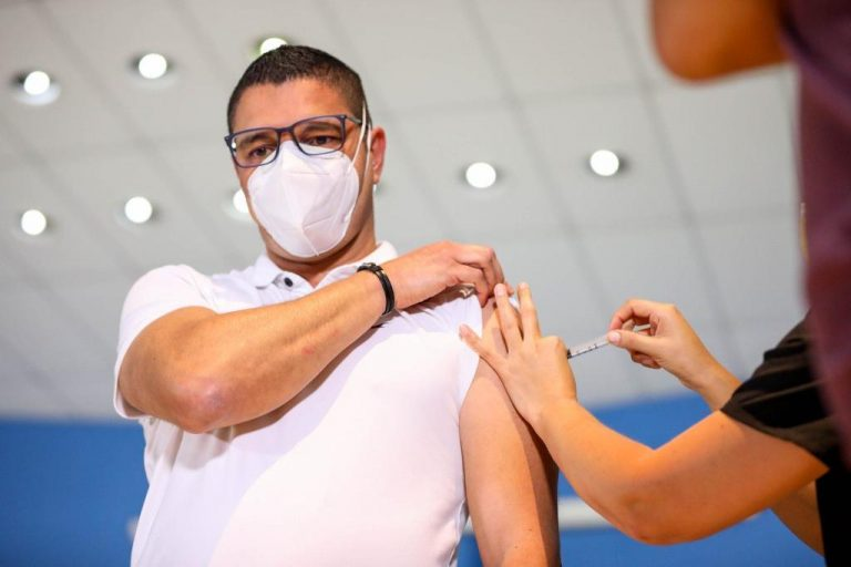 Costa Rica's Minister of Health first to be vaccinated with Astra Zeneca vaccine