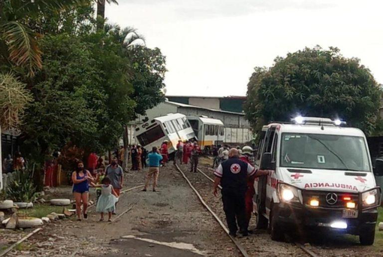 Commuter train derails in Pavas