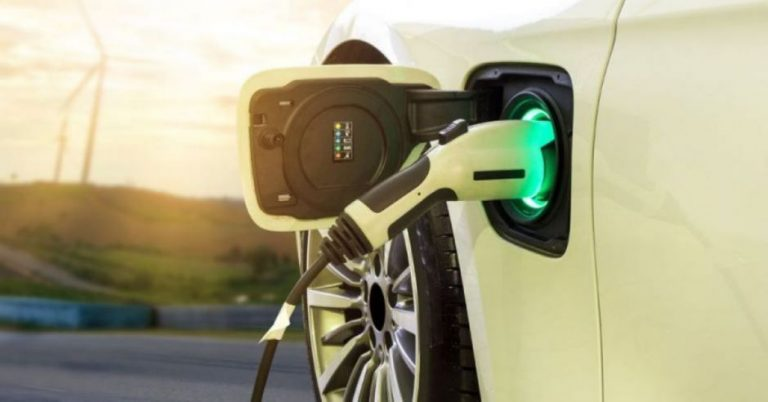 Chevrolet installs its first charger for electric cars at its headquarters in Ayarco