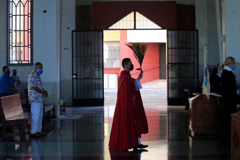 Bishop of Cartago suspends baptisms, first communions and confirmations to avoid family parties