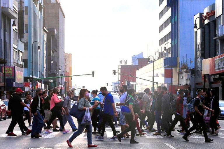 Costa Rica's contagion rate continues to decline, experts once again warn of a 'false ilusion'