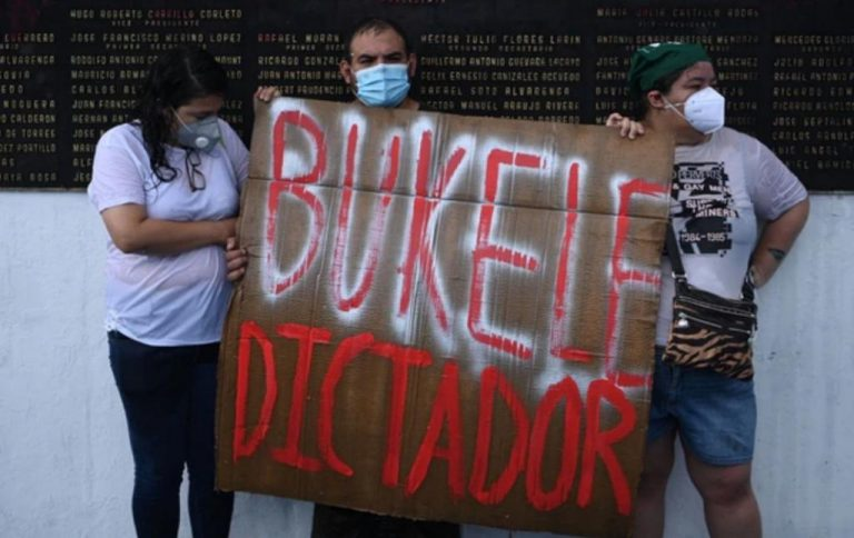 Salvadorans take to the streets to stop the start of the Bukele dictatorship