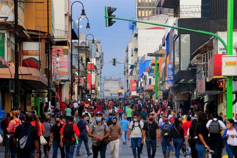 Demographer assures that Costa Rica reached peak of pandemic wave, but calls for caution