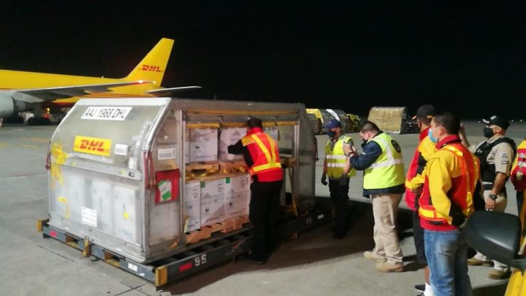 Costa Rica received this Wednesday the largest batch of vaccines since December